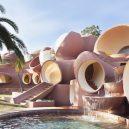 """""""Palais Bulles"""" – růžové kuriózní sídlo se stalo domovem slavného návrháře - 4ced74dfc5227afe967f01fe098ac616"""