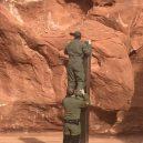 V utahské poušti nalezli kovový monolit – stanou se realitou události z filmu 2001: Vesmírná odysea? - a322976e-8e93-4292-9d95-71a5a840d3f9-medium16x9_2MenbyMonolith_768x1024