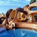 """""""Palais Bulles"""" – růžové kuriózní sídlo se stalo domovem slavného návrháře - b38409557bdf65ecce1ef5de4a55e4e5"""
