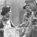 """""""Donut Dollies"""" připravovali vojákům čerstvé donuty přímo na válečné frontě - donut_girl_2"""