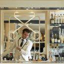Top listu nejlepších barů světa letos vévodí londýnský podnik - http___cdn.cnn.com_cnnnext_dam_assets_171006082523-1-savoy-bartender-world-best-bar-awards