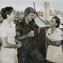 """""""Donut Dollies"""" připravovali vojákům čerstvé donuty přímo na válečné frontě - maxresdefault"""