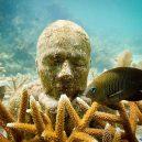 Kuriózní podmořské muzeum obývá stovky soch v životní velikosti - 1200×0