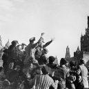 Divoké poválečné oslavy připravily Moskvu o vodku - 1_-HtCUkI7WNN_sZxkdvlrHw