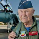"""""""Nejrychlejší muž na zemi"""" Chuck Yeager zemřel ve věku 97 let - 8596099_120720-kabc-raw-chuck-yeager-vid"""