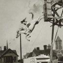 """Bizarní cirkusové představení """"diving horse"""" - d341111af04ca47b14bde508c90a4fb6"""