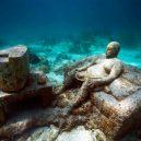 Kuriózní podmořské muzeum obývá stovky soch v životní velikosti - ENo2tE2WsAEu7U4