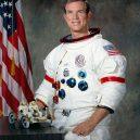 """I na Měsíci najdete lidské umění – malou sošku """"padlého astronauta"""" - Dave_Scott_Apollo_15_CDR"""