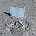 """I na Měsíci najdete lidské umění – malou sošku """"padlého astronauta"""" - Fallen_Astronaut"""