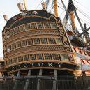 Vyplula roku 1765, přežila bitvu u Trafalgaru a činí se dodnes. HMS Victory je nejstarší lodí v aktivní službě - 55