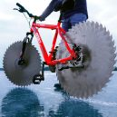 Projeli byste se na bicyklu s pilovými kotouči místo gum? - circular-saw-bicycle-tires-the-q-880-5