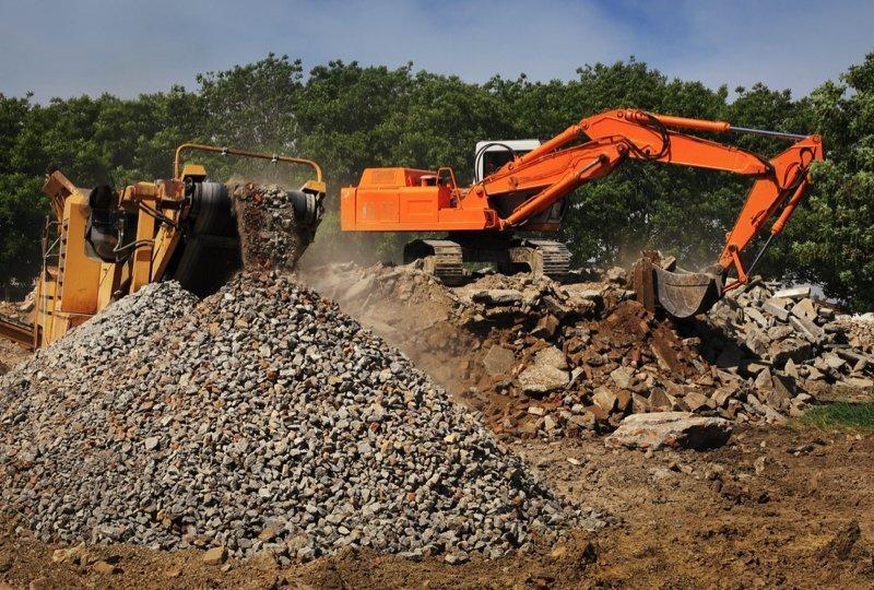 Recyklační linka kameniva či betonu je stejně hlučná a prašnější než kamenolom