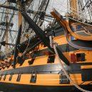 Vyplula roku 1765, přežila bitvu u Trafalgaru a činí se dodnes. HMS Victory je nejstarší lodí v aktivní službě - hms-victory-1