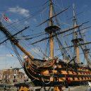 Vyplula roku 1765, přežila bitvu u Trafalgaru a činí se dodnes. HMS Victory je nejstarší lodí v aktivní službě - HMS-Victory_-_panoramio
