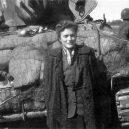 Druhá šance na život. Snímky zachycují momenty po osvobození Židů z vlaku smrti - Jewish prisoners after being liberated from a death train, 1945 small (4)