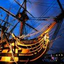 Vyplula roku 1765, přežila bitvu u Trafalgaru a činí se dodnes. HMS Victory je nejstarší lodí v aktivní službě - pic