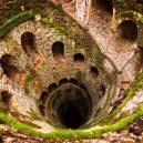 Mysteriozní iniciační studna v portugalském Quinta da Regaleira - Quinta-da-Regaleira-Gardens-Initiation-Well-Sintra-Portugal