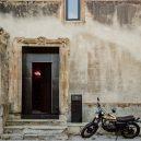 Takhle se bydlí v bývalé ruině renesančního kostela - the-church-of-tas-sopuerta-spain-designboom-2
