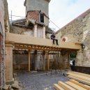 Takhle se bydlí v bývalé ruině renesančního kostela - the-church-of-tas-sopuerta-spain-designboom-29
