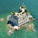 Torre Scola – půvabná ruina italské obranné věže - DnT5VoAWwAA_AIu