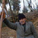 Nevábné místo plné odpadků přeměnil senior v zelený les - Mardin tree grower 1