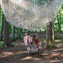 Uprostřed hustého lesa se vznáší úchvatná socha z dešťových kapek - rainwater-collecting-installation-reservoir-john-grade-5ccfe3b515518__700