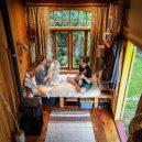 Překrásný domek jak do kapsy si postavili vlastnoručně - RECYCLED-TINY-HOUSE-(1-of-10)