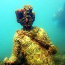 Starověké centrum nespoutané zábavy a léčivých lázní leží potopené pod hladinou moře - Statue-in-the-Underwater-Archaeological-Park-of-Baia-Header