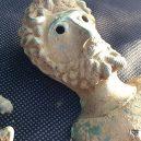 Hledači cenností vykopali na poli krásný antický poklad - 42032080-9495133-image-a-19_1619004109063