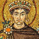 Roku 536 se nad Eurasií rozprostřel mrak, jež zastínil slunce na více jak rok - Mosaic_of_Justinianus_I_-_Basilica_San_Vitale_(Ravenna)