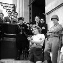 Simone Segouinová – osmnáctiletá partyzánka, která pomáhala osvobodit Paříž - simone-segouin-in-chartres