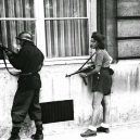 Simone Segouinová – osmnáctiletá partyzánka, která pomáhala osvobodit Paříž - simone-segouin-in-paris