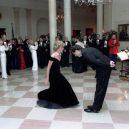 Ikonická fotka Johna Travolty s princeznou Dianou při plesu v Bílém domě - princess-Diana-john-Travolta-story-pictures (1)