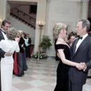 Ikonická fotka Johna Travolty s princeznou Dianou při plesu v Bílém domě - princess-Diana-john-Travolta-story-pictures (4)