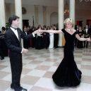 Ikonická fotka Johna Travolty s princeznou Dianou při plesu v Bílém domě - princess-Diana-john-Travolta-story-pictures (5)