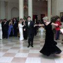 Ikonická fotka Johna Travolty s princeznou Dianou při plesu v Bílém domě - princess-Diana-john-Travolta-story-pictures (6)